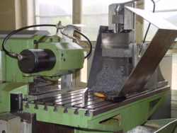 3 axis conventional milling machine